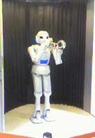 トランペットを吹くロボット.jpg