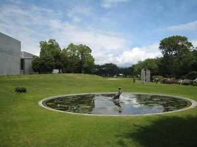 ヴァンジ彫刻庭園美術館01.jpg